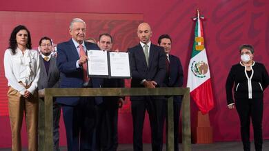 El presidente firmó la medida que busca acotar funciones en la subcontratación.