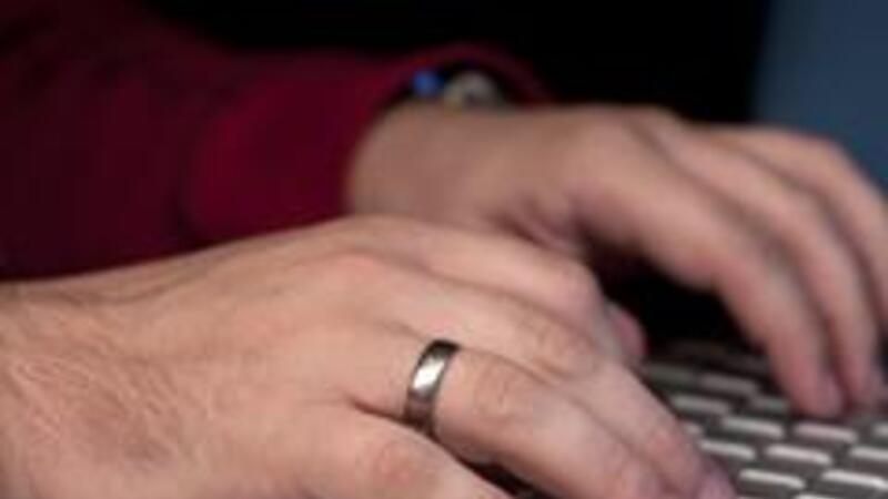 El uso del teclado, celulares y tabletas ha repercutido en el aumento de las lesiones