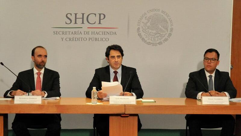 Titulares de Unidad de Política de Ingresos Tributarios, Rodrigo Barros; de la Unidad de Planeación Económica de la Hacienda Pública, Luis Madrazo y de la Unidad de Política y Control Presupuestario, Isaac Gamboa. (Foto: SHCP)