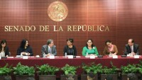 """Legisladora presentaron la Revista Pluralidad y Consenso del Instituto Belisario Domínguez, en el marco de los festejos por el """"Día Internacional de la Mujer""""."""