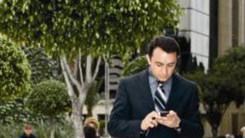 A través de la telefonía celular se pueden emitir comprobantes fiscales (foto: Alfredo Pelcastre/Mondaphoto)