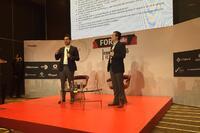 """Felipe Vallejo Dabdoud  y Gabriel Carrillo Catori durante la plática  """"Aplicación concreta de la regulación Fintech""""."""