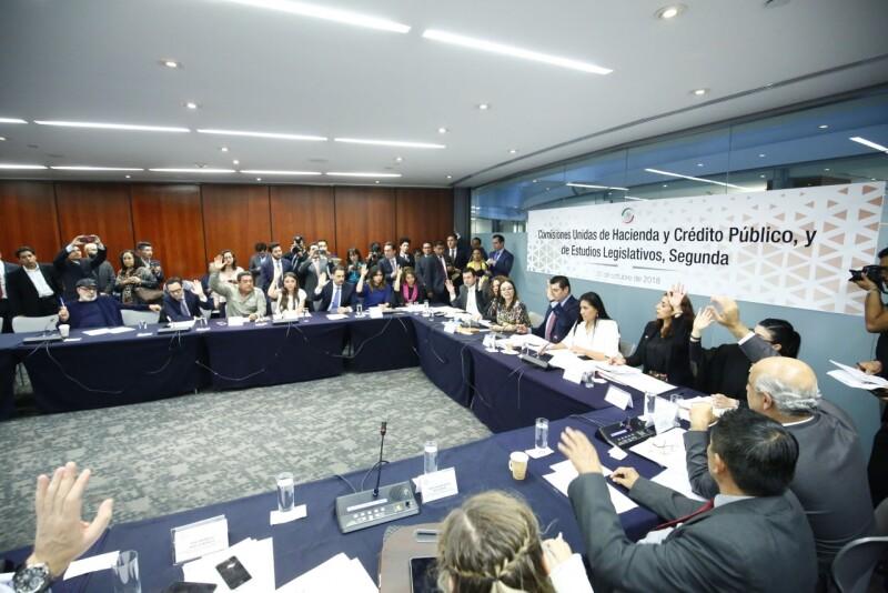 Votación de las comisiones unidas de Hacienda y Crédito Público y de Estudios Legislativos en el Senado de la República.