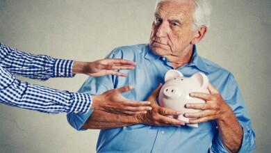 En el caso de los adultos mayores 43% de las reclamaciones imputables a un posible fraude son al utilizar la tarjeta de débito, informó la Condusef.
