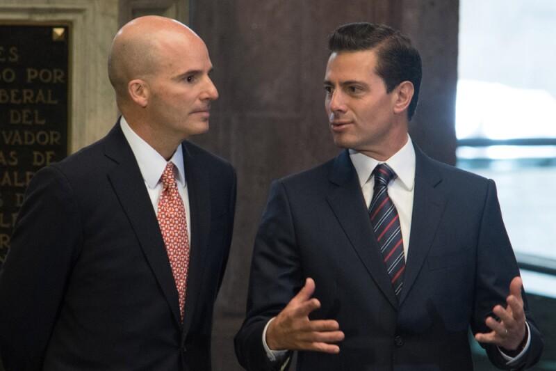 El presidente Enrique Peña Nieto, y José Antonio González Anaya, secretario de Hacienda y Crédito Público durante la ceremonia de inauguración del Museo Histórico del Palacio Nacional.