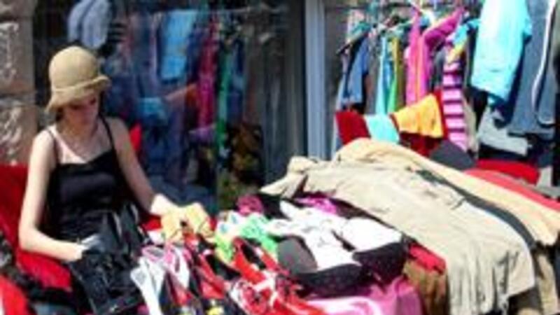 Comprar productos pirata, algo común en México