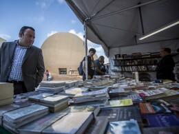 Datos del INEGI indican que el 45% de los mexicanos lee por lo menos un libro al año
