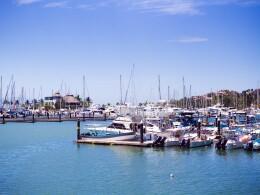 La Administración Portuaria Integral de Puerto Vallarta (Apival), empresa de participación estatal mayoritaria, tiene la concesión de la Secretaría de Comunicaciones y Transportes (SCT) para administrar el recinto