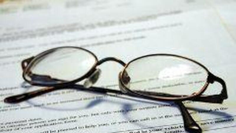 Revise las obligaciones fiscales de jueces, corredores y demás fedatarios públicos