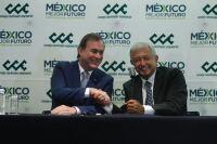 Juan Pablo Castañón, presidente del CCE y Andrés Manuel López Obrador en una conferencia de prensa conjunta.
