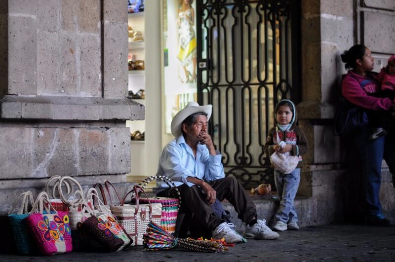 El desempleo en México se incrementó durante abril de este año en comparación con el registrado en marzo, de acuerdo con datos del INEGI.