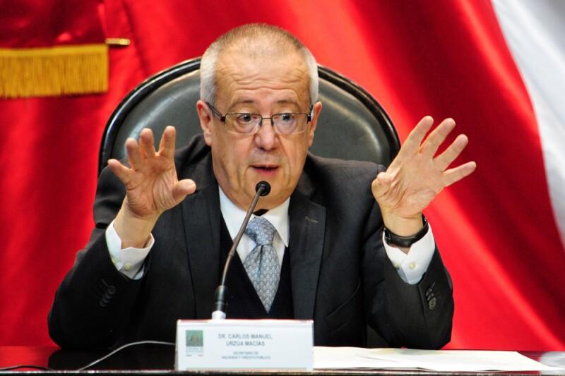 Carlos Urzúa, secretario de Hacienda, entregó el Paquete Económico 2019 al presidente de la Mesa Directiva en la Cámara de Diputados, Porfirio Muñoz Ledo