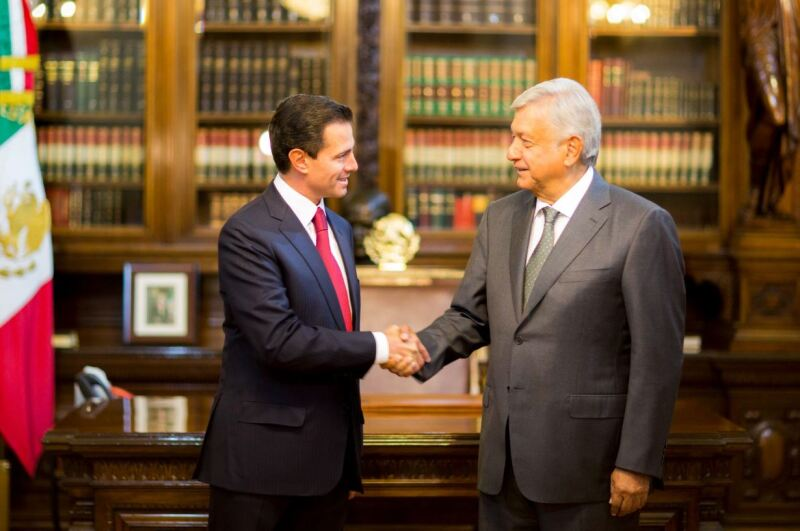 El Presidente Enrique Peña Nieto y Andrés Manuel López Obrador, virtual ganador de la elección presidencial en Palacio Nacional.