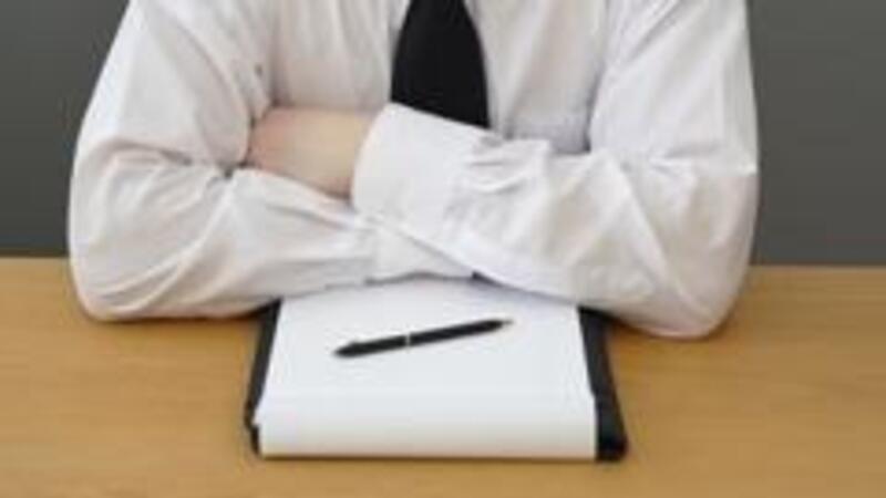 El convenio de confidencialidad versa sobre información de las empresas, mientras que el aviso de privacidad sobre datos personales