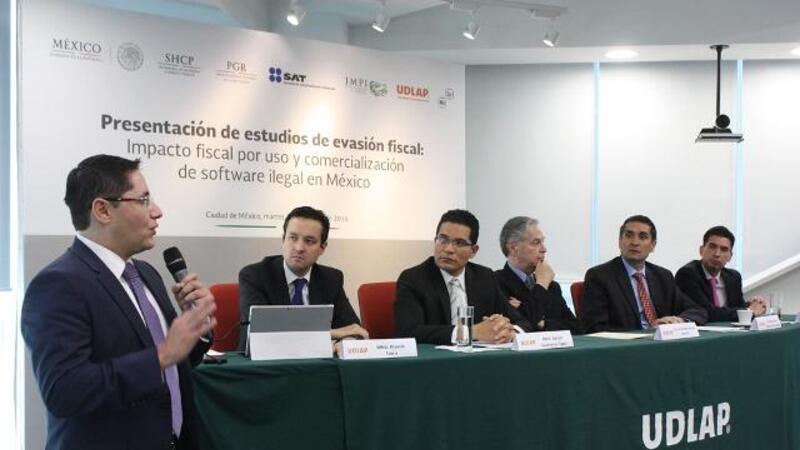 Presentación de estudios de evasión fiscal (Foto: Comunicación SAT)