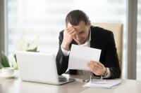 Las empresas que más incurren en la práctica de obligar a los empleados a firmar documentos en blanco para renunciar a derechos son las menos reguladas