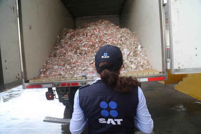Personal del SAT destruyó un millón de cigarros apócrifos.