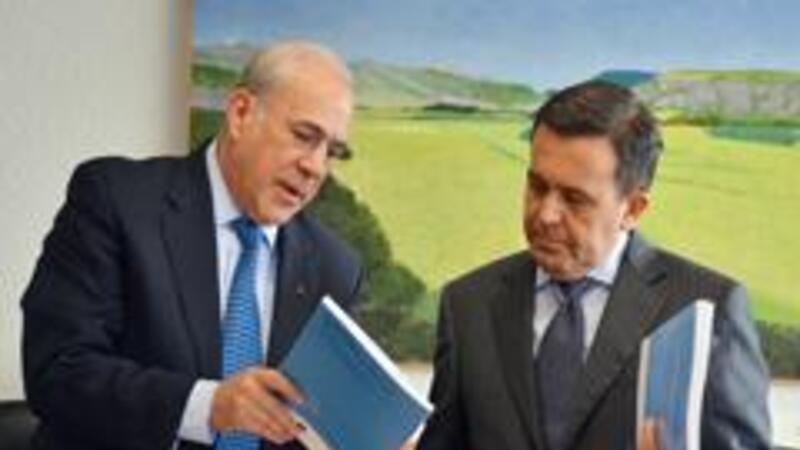 El secretario de Economía, Ildefonso Guajardo y el secretario general de la OCDE, José Ángel Gurría (Foto: Notimex)