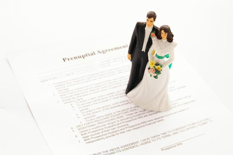 Si se está casado por sociedad conyugal, las donaciones y herencias se convierten en propiedad de los dos.