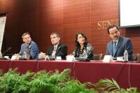 """El salario en México es de los más bajos de la región coincidieron analistas en el foro """"Balance de las reformas estructurales en torno a los salarios""""."""