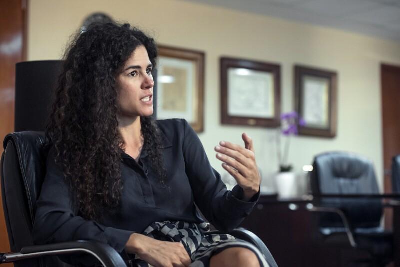 Luisa María Alcalde en sus oficinas de la Secretaría del Trabajo y Previsión Social (STPS).