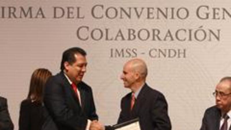 Firma del convenio entre el IMSS y la CNDHFoto: Comunicación Social IMSS)