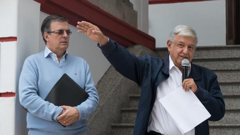 Andrés Manuel López Obrador, virtual presidente electo y Marcelo Ebrard, nominado a la SRE en conferencia de prensa, donde leyeron carta que se envió el pasado a Donald Trump.