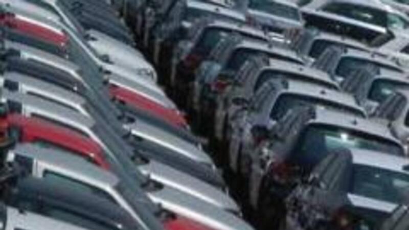 Iniciativa para limitar importación de autos contaminantes