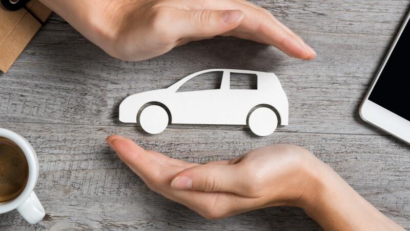 Las personas morales a través de las cuales se haga la contratación adhesiva, sin la intervención de un agente de seguros, deberán expedir el CFDI.