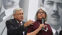 Andrés Manuel López Obrador junto a  Graciela Márquez Colín, la nominada para ser la titular de la Secretaría de Economía.