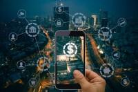 Pese a que los usuarios han aumentado en el uso de servicios financieros en línea, muchos prefieren seguir acudiendo a una sucursal bancaria.