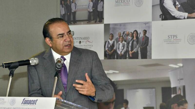 Alfonso Navarrete Prida presentando sistema de biométricos en el Infonacot