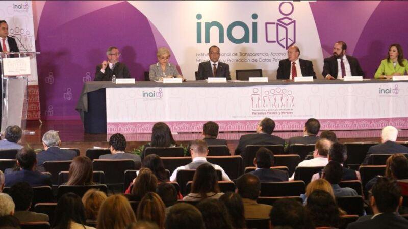 En el acto inaugural estuvieron presentes la comisionada Blanca Lilia Ibarra Cadena y los comisionados Carlos Alberto Bonnin Erales y Oscar Guerra Ford.