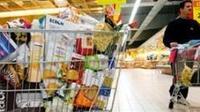 Los niños empacadores de las tiendas de autoservicio deberían estar protegidos por la LFT