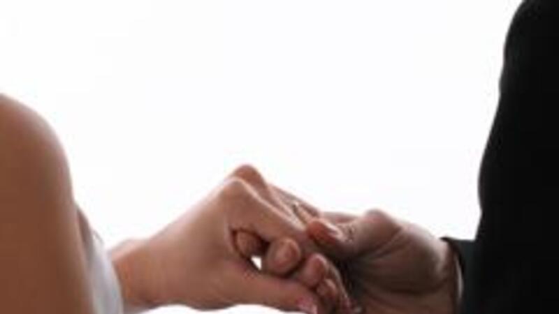 El enamoramiento a veces favorece la motivación y mejora el clima laboral