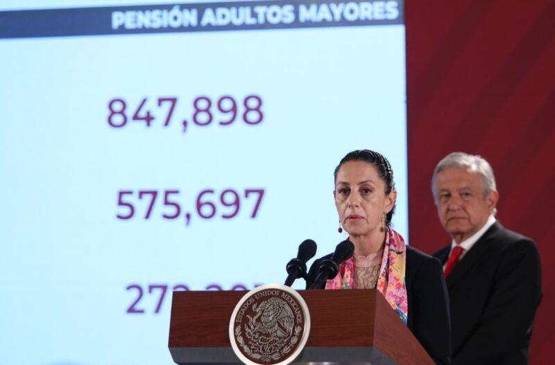 Claudia Sheinbaum, jefa de Gobierno de la Ciudad de México, durante la conferencia de prensa matutina para informar de la distribución y presupuesto del programa de pensiones a adultos mayores.