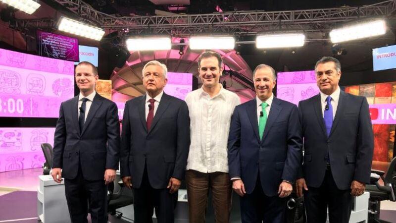 Los candidatos Ricardo Anaya, Andrés Manuel López Obrador, el consejero presidente del INE, Lorenzo Córdova, José Antonio Meade y Jaime Rodríguez Calderón en el tercer debate presidencial.
