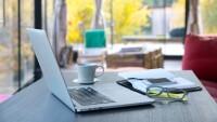 Una persona que trabaja home office puede realizar sus actividades desde la cama, en un café o en la casa de un amigo.